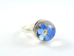 srebrny pierścionek z niezapominajką