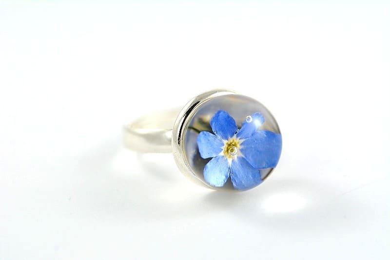 Biżuteria srebrna. Pierścionek z niezapominajką.
