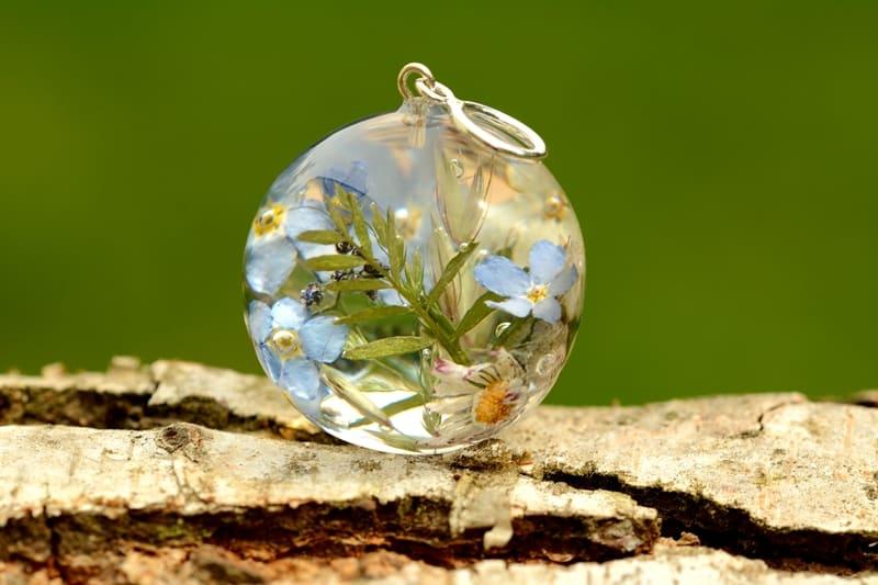 SPRZEDANE. Unikatowa zawieszka z bukietem wiosennych kwiatów i traw