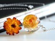 biżuteria z żywicy prawdziwy kwiat