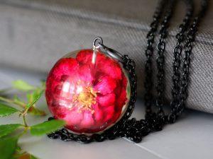 wisior z różą