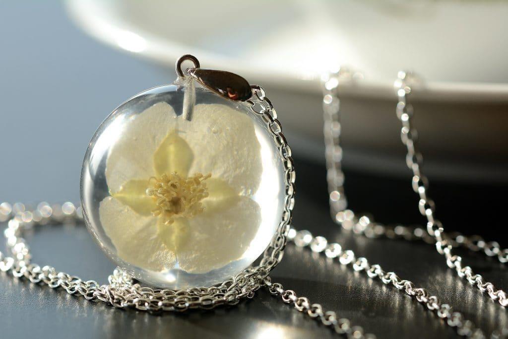 biżuteria z żywicy jaśmin