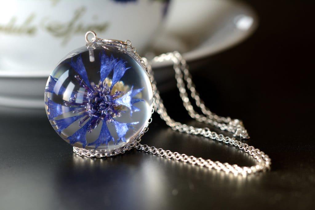 biżuteria z żywicy chaber