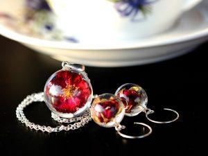 """Biżuteria z żywicy. Komplet z różyczkami """"Pełnia lata"""""""