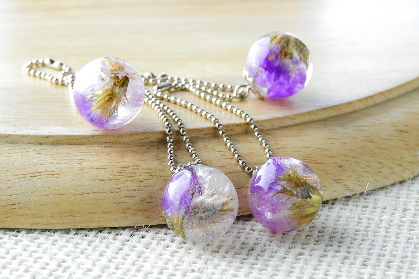 biżuteria z żywicy z kwiatami