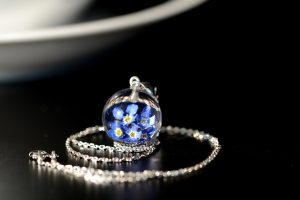 biżuteria srebrna z żywicy