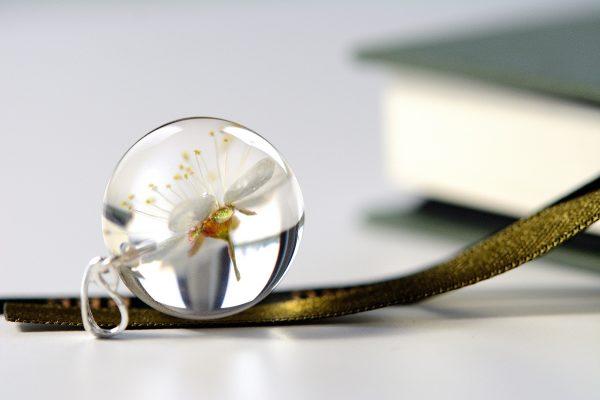kwiat mirabelki zawieszka