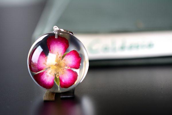wisiorek z różą